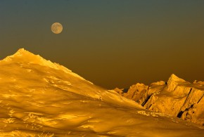Tore Ofteness Shoots the Moon